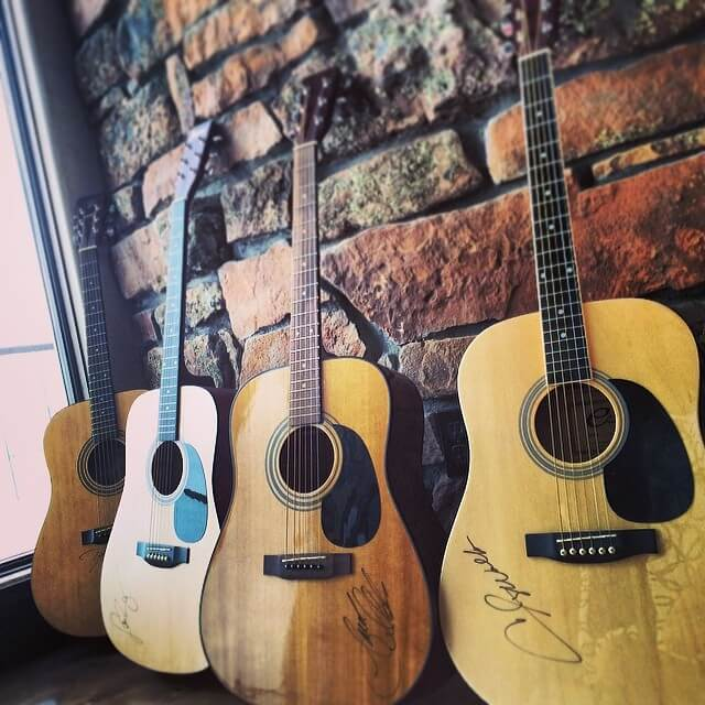 How to Choose an Acoustic Guitar